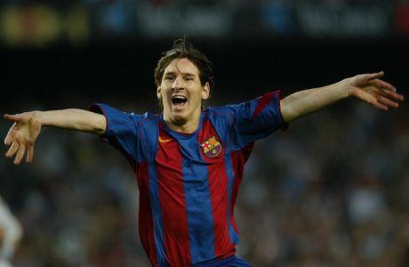 Ο Λιονέλ Μέσι της Μπαρτσελόνα πανηγυρίζει γκολ που σημείωσε κόντρα στην Αλμπαθέτε για την Primera Division 2004-2005 στο 'Καμπ Νόου', Βαρκελώνη | Κυριακή 1 Μαΐου 2005