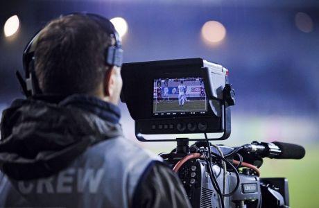 Κάμεραμαν σε κάλυψη ποδοσφαιρικού αγώνα