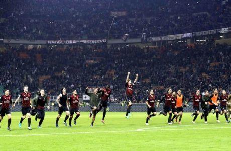 Milan players celebrate after beating Juventus 1 - 0 during a Serie A soccer match between AC Milan and Juventus, at the San Siro stadium in Milan, Italy, Saturday, Oct. 22, 2016. (AP Photo/Luca Bruno)