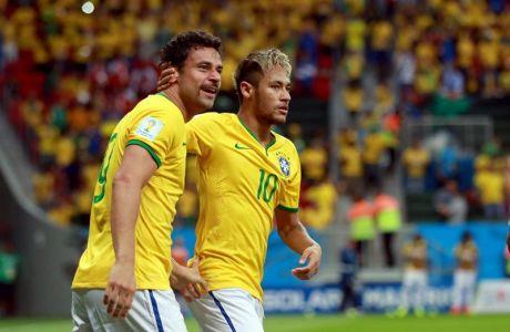 Fred comemora gol com Neymar