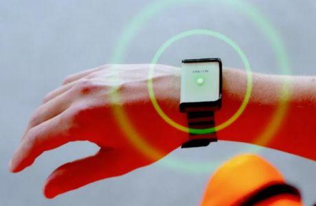 Η συσκευή ελέγχου αποστάσεων και επαφών που φορούν ήδη στη Γερμανία και ενδεχομένως υιοθετηθεί στο ΝΒΑ