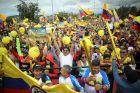 Το πάρτι των Κολομβιανών στην Σιπακιρά, την πόλη του Έγαν Μπερνάλ.