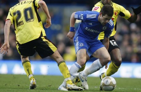 Chelsea's Joe Cole, center, competes with Watford's Lloyd Doyley, right, and Tom Cleverley during their English FA Cup third round soccer match at Stamford Bridge, London, Sunday, Jan. 3, 2010. (AP Photo/Sang Tan) ** NO INTERNET/MOBILE USAGE WITHOUT FOOTBALL ASSOCIATION PREMIER LEAGUE (FAPL) LICENCE - CALL +44 (0)20 7864 9121 or EMAIL info@football-dataco.com FOR DETAILS **