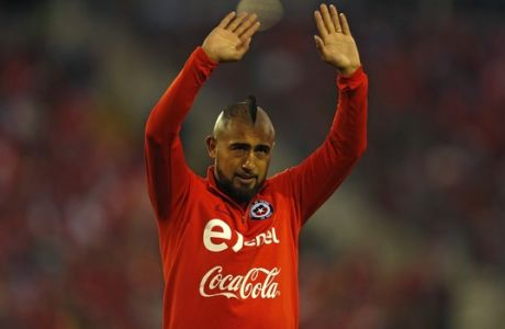 Chile's Arturo Vidal waves at the fans at the start of a 2018 World Cup qualifying soccer match against Ecuador in Santiago, Chile, Thursday, Oct. 5, 2017. (AP Photo/Luis Hidalgo)