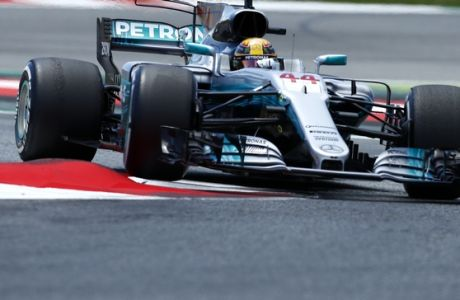 Mercedes driver Lewis Hamilton of Britain steers his car during the Spanish Formula One Grand Prix at the Barcelona Catalunya racetrack in Montmelo, Spain, Sunday, May 14, 2017. (AP Photo/Manu Fernandez)