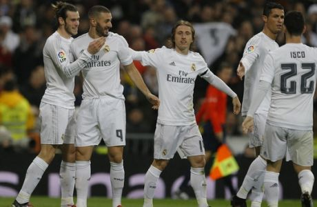 Real Madrid's Gareth Bale, left, celebrates with teammates Karim Benzema, second from left, Luka Modric, center, Cristiano Ronaldo, second from right, and Francisco Roman Isco after scoring a goal against Deportivo Coruna during their Spanish La Liga soccer match at the Santiago Bernabeu stadium in Madrid, Saturday, Jan. 9, 2016. Bale scored a hat-trick and Benzema twice in Real Madrid's 5-0 victory. (AP Photo/Francisco Seco)