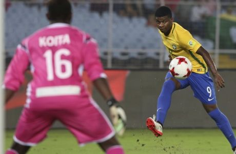 Brazil's Lincoln makes an unsuccessful attempt at goal during the FIFA U-17 World Cup match for third place between Brazil and Mali in Kolkata, India, Saturday, Oct. 28, 2017. (AP Photo/Anupam Nath)