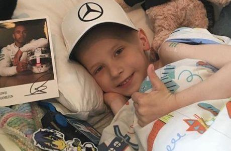 Λούις Χάμιλτον: Ο συγκινητικός λόγος που δάνεισε μια Μερσεντές στον πεντάχρονο Χάρι Σο