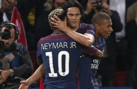 PSG's Edinson Cavani celebrates with teammate Neymar during the Champions League Group B soccer match between Paris Saint-Germain and Bayern Munich in Paris, France, Wednesday, Sept. 27, 2017. (AP Photo/Thibault Camus)