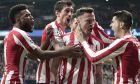 Ο Σαούλ μόλις έχει σκοράρει κόντρα στη Λίβερπουλ και ξεσπάσει σε πανηγυρισμούς με τους συμπαίκτες του. Οι 'ροχιμπλάνκος' επιβλήθηκαν με σκορ 1-0 των 'κόκκινων' στην αναμέτρηση του Wanda Metropolitano, την πρώτη των δύο ομάδων για την φάση των '16' του Champions League 2019-2020.  (AP Photo/Bernat Armangue)