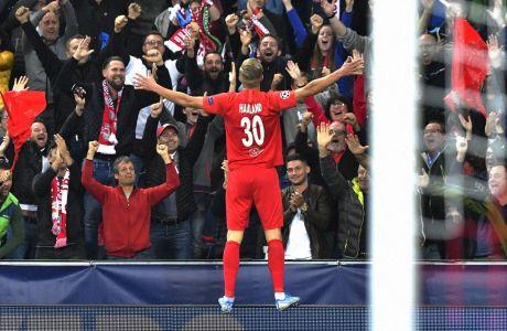 Ο Έρλινγκ Μπράουτ Χάαλαντ της Ζάλτσμπουργκ πανηγυρίζει το γκολ που πέτυχε στην αναμέτρηση με τη Γκενκ για τη φάση των ομίλων του Champions League 2019-2020, Ζάλτσμπουργκ, Τρίτη 17 Σεπτεμβρίου 2019