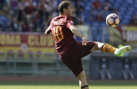 Roma's Francesco Totti goes for the ball during a Serie A soccer match between Roma and Atalanta, at the Olympic stadium in Rome, Saturday, April 15, 2017. (AP Photo/Gregorio Borgia)