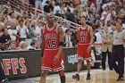 Ο Μάικλ Τζόρνταν και ο Σκότι Πίπεν των Σικάγο Μπουλς σε στιγμιότυπο της αναμέτρησης με τους Ορλάντο Μάτζικ για τον 1ο ημιτελικό της Ανατολής του NBA 1994-1995 στην 'Ορλάντο Αρένα', Ορλάντο, Κυριακή 7 Μαΐου 1995