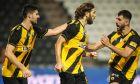 Ο Ντιμτρό Τσιγκρίνσκι πανηγυρίζει με τους Ολιβέιρα και Αλμπάνη το γκολ που πέτυχε στην Τούμπα, για τα playoffs της Super League 2019-2020. ΦΩΤΟΓΡΑΦΙΑ: MOTION TEAM