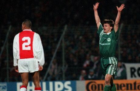 Ο Κριστόφ Βαζέχα του Παναθηναϊκού πανηγυρίζει το γκολ που σημείωσε κόντρα στον Άγιαξ στον πρώτο ημιτελικό του Champions League 1995-1996 στο 'Ντε Μέερ', Άμστερνταμ, Τετάρτη 3 Απριλίου 1996