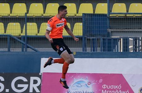Ο Γιάννης Κάργας πανηγυρίζει το γκολ για το 2-1 του ΠΑΣ Γιάννινα επί του Παναθηναϊκού, στο πρώτο μεταξύ τους ματς για τα προημιτελικά του Κυπέλλου