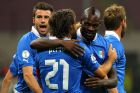 MILAN, ITALY - OCTOBER 16:  Mario Balotelli (R) of Italy celebrates his goal with team-mates Andrea Pirlo during the FIFA 2014 World Cup qualifier match between Italy and Denmark at Stadio Giuseppe Meazza on October 16, 2012 in Milan, Italy.  (Photo by Marco Luzzani/Getty Images)