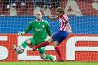 """Ο Ντιέγο Φορλάν """"εκτελεί"""" τον Πέπε Ρέινα στο πρώτο ματς του """"Βιθέντε Καλντερόν"""" (22/4/2010)"""