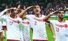 Οι ποδοσφαιριστές της Τουρκίας πανηγυρίζουν με στρατιωτικό χαιρετισμό γκολ κόντρα στη Γαλλία για τους προκριματικούς ομίλους του Euro 2020 στο 'Σταντ ντε Φρανς', Παρίσι, Δευτέρα 14 Οκτωβρίου 2019