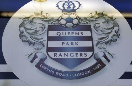 Το έμβλημα της Κουίνς Παρκ Ρέιντζερς έξω από το 'Loftus Road Stadium', την έδρα της αγγλικής ομάδας στο Λονδίνο. AP Photo/Kirsty Wigglesworth