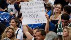 Φίλαθλος της Εθνικής Ελλάδας με πανό για τον Γιάννη Αντετοκούνμπο στη φιλική αναμέτρηση της Εθνικής Ελλάδας με την Ιταλία για το τουρνουά 'Ακρόπολις' στο ΟΑΚΑ, Σάββατο 17 Αυγούστου 2019