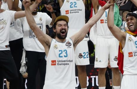 Real Madrid's Felipe Reyes, front center, and Sergio Llull celebrate as they win the Final Four Euroleague final basketball match between Real Madrid and Fenerbahce Istanbul in Belgrade, Serbia, Sunday, May 20, 2018. (AP Photo/Darko Vojinovic)