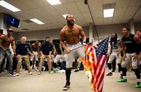 """Η σημαία που... έκαψε παίκτης του φούτμπολ """"έκαψε"""" και τα μυαλά των συντηρητικών"""