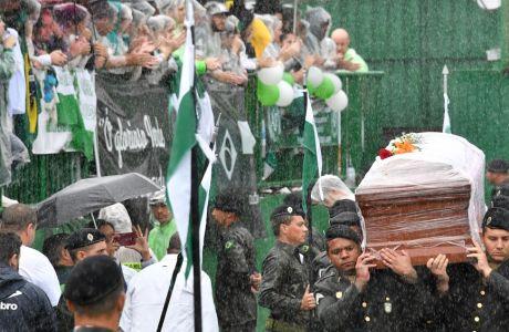 Δάκρυσε και ο ουρανός: 100.000 στο τελευταίο αντίο στα θύματα της Τσαπεκοένσε!