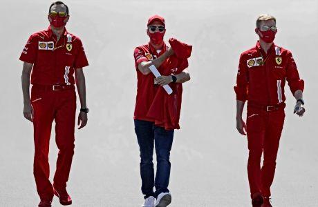 Ο Σεμπάστιαν Φέτελ πρόλαβε να κάνει δυο γύρους, πριν εντοπίσει πως κάτι δεν πάει καλά και εγκαταλείψει τις πρώτες ελεύθερες δοκιμές στη Silverstone.