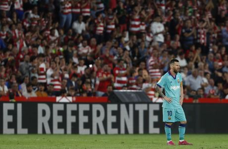 O Λιονέλ Μέσι αντιδρά εμφανώς στεναχωρημένος ύστερα από την ήττα της ομάδας του από την Γρανάδα με 2-0 στο στάδιο Los Carmenes, το Σάββατο 21 Σεπτεμβρίου 2019.
