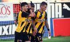 Ο Μάρκο Λιβάγια, ο Έντερ Λόπες και ο Όγκνιεν Βράνιες πανηγυρίζουν το πρώτο γκολ της ΑΕΚ στο 2-0 επί του ΟΦΗ