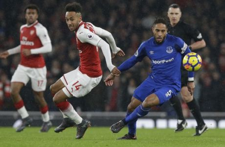 Everton's Ashley Williams, right, vies for the ball with Arsenal's Pierre-Emerick Aubameyang, left, during the English Premier League soccer match between Arsenal and Everton at the Emirates stadium in London, Saturday, Feb. 3, 2018. (AP Photo/Alastair Grant)