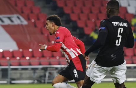 Ο Μάλεν πανηγυρίζει το τέρμα που πέτυχε στην αναμέτρηση Αϊντχόφεν - ΠΑΟΚ 3-2 στο 'Philips Stadion' για το Group E του Europa League | 26/11/2020 (AP Photo/Patrick Post)
