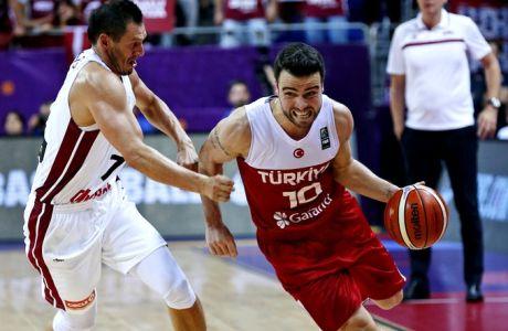 Latvia's captain Janis Blums, left, tries to stop Turkey's Melih Mahmutoglu, right, during their Eurobasket European Basketball Championship Group D match in Istanbul, Thursday, Sept. 7, 2017.(AP Photo/Lefteris Pitarakis)