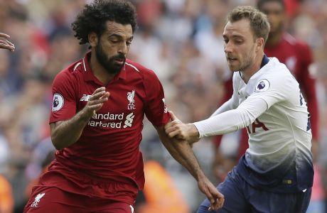 Ο Μοχάμεντ Σαλάχ της Λίβερπουλ διεκδικεί τη μπάλα με τον Κρίστιαν Έρικσεν της Τότεναμ, σε αγώνα της Premier League στο 'Γουέμπλεϊ', Σάββατο 15 Σεπτεμβρίου 2018