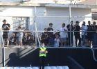 Δεκάδες οπαδοί του ΟΦΗ στα μπαλκόνια των πολυκατοικιών