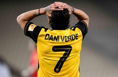Ο Ντάνι Βέρντε πιάνει το κεφάλι του στην διάρκεια της αναμέτρησης ΑΕΚ-ΠΑΟΚ (0-0) στο ΟΑΚΑ, για την 9η αγ. των playoffs της Super League. (ΦΩΤΟΓΡΑΦΙΑ: ΝΕΚΤΑΡΙΑ ΜΠΑΛΩΜΑΤΙΝΗ / EUROKINISSI)