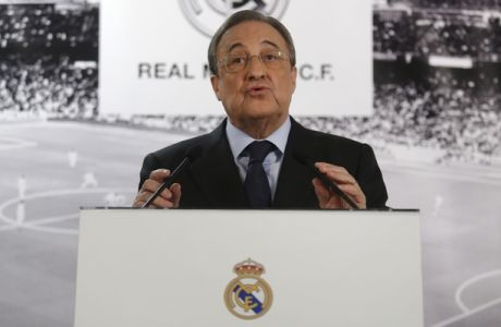 Real Madrid's President Florentino Perez talks to journalists during a news conference at the Santiago Bernabeu stadium in Madrid, Monday, Nov. 23, 2015. Perez appeared before the press two days after Real Madrid lost 0-4 against rival Barcelona. (AP Photo/Francisco Seco)