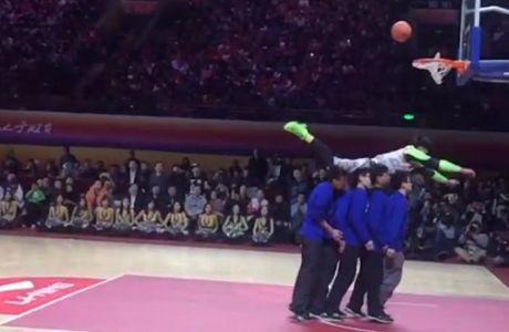 Κάρφωμα - φιάσκο σε διαγωνισμό (VIDEO)
