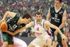 Ο Δημήτρης Διαμαντίδης μαρκάρεται από τον Θοδωρή Παπαλουκά στον τελικό μεταξύ Παναθηναϊκού και ΤΣΣΚΑ