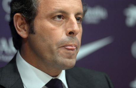 FC Barcelona's President Sandro Rosell, is seen during a press conference at the Camp Nou stadium in Barcelona, Spain, Thursday, Jan 23, 2014. Sandro Rosell is stepping down as president of Barcelona a day after a judge agreed to hear a lawsuit accusing him of allegedly hiding the cost of the transfer of Brazil striker Neymar.Rosell says he is resigning after an emergency meeting with Barcelona's board of directors on Thursday. Rosell says vice president Josep Bartomeu will take his place as president and finish the term that expires in 2016. Elected in 2010 to replace outgoing president Joan Laporta, Rosell said last April he planned to run for re-election in 2016. (AP Photo/Manu Fernandez)