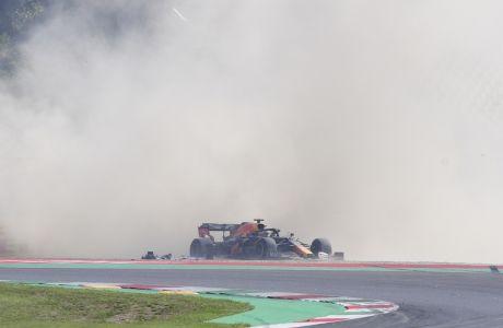 Χάος επικράτησε στο Grand Prix της Τοσκάνης, με 8 συνολικά οδηγούς να εγκαταλείπουν την κούρσα. (Claudio Giovannini, Pool via AP)