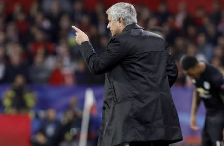 Manchester United manager Jose Mourinho talks to Manchester United's Marcus Rashford during the Champions League round of sixteen first leg soccer match between Sevilla FC and Manchester United at the Ramon Sanchez Pizjuan stadium in Seville, Spain, Wednesday, Feb. 21, 2018. (AP Photo/Miguel Morenatti)