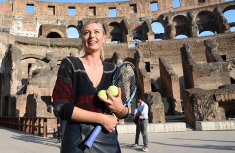 H Σαράποβα μάγεψε με τη ρακέτα της και το Κολοσσαίο!