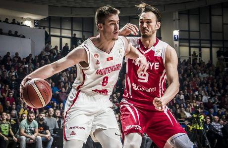 Ο Ντίνο Ράντοντσιτς σε αγώνα του Μαυροβουνίου με την Τουρκία