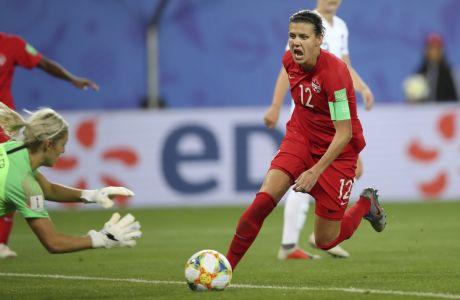Η Κριστίν Σινκλέρ του Καναδά σε στιγμιότυπο της αναμέτρησης με τη Νέα Ζηλανδία για τη φάση των ομίλων του Παγκοσμίου Κυπέλλου 2019, Γκρενόμπλ, Σάββατο 15 Ιουνίου 2019