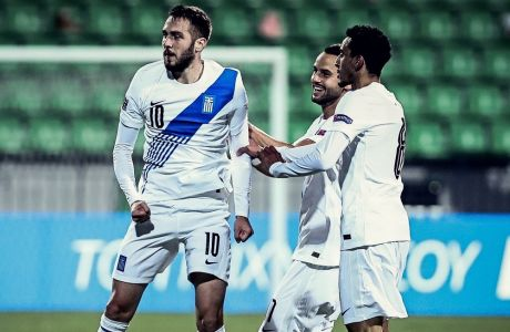 Ο Κώστας Φορτούνης έχει μόλις 'εκτελέσει' τον Ναμάσκο και πανηγυρίζει το πρώτο από τα δύο γκολ της Εθνικής στο Κισινάου