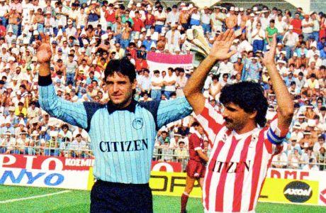 Ο Γιάτσεκ Καζιμιέρσκι στην πρεμιέρα του πρωταθλήματος 1987-1988, δίπλα στον Πέτρο Ξανθόπουλο