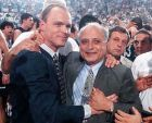 Ο Σκοτ Σκάιλς με τον Λάκη Αλεξόπουλο, πρόεδρο του ΠΑΟΚ