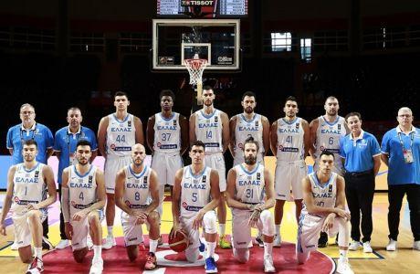 Η Εθνική Ελλάδας σε πλήρη σύνθεση, πριν από το τζάμπολ του αγώνα με τον Καναδά